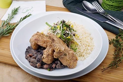 Karibische Hühnerbrust mit schwarzen Bohnen & Reis