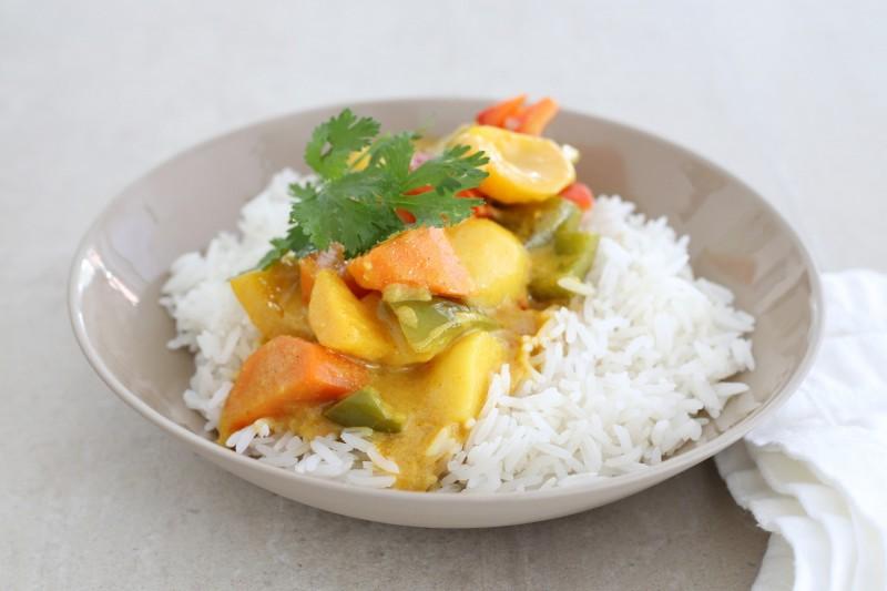 Indisches Gemüse Curry mit Basmatireis & Koriander