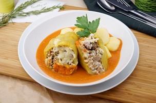 Gefüllte Paprika mit Tomatensauce & Salzerdäpfel