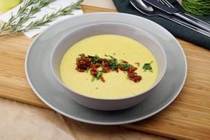 Zucchinicreme Suppe mit getrockneten Tomaten