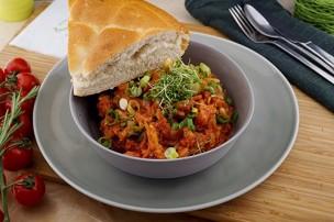 Pikante Chorizo Bohnen Pfanne mit Fladenbrot