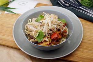 Asia Ente mit gebratenem Wok Gemüse & Eiernudeln