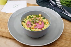 Mezze veganer Taboule Salat mit Rote Rüben Hummus