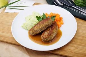 Butterschnitzel vom Kalb mit Erbsen-Erdäpfelstampf & Karotten