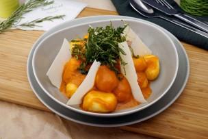 Gefüllte Gnocchi mit Spinat in Tomatensauce & Ruccola