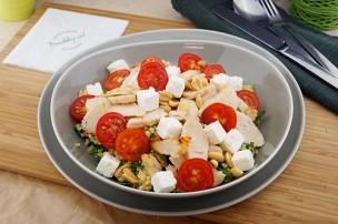 Chicken Taboule Salat mit Feta & Erdnüssen