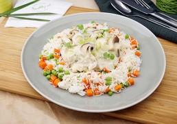 Putenrahm-Geschnetzeltes mit Champignons & Gemüsereis