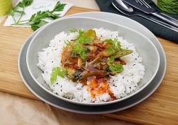 Gebratenes Wok Gemüse mit Zitronenreis & Sweet Chilisauce
