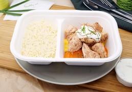 Tandoori Chicken mit Minzjoghurt, Reis & Karotten
