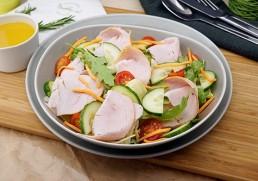 Blattsalat mit geräucherter Putenbrust, Rucola & Passionfrucht Dressing