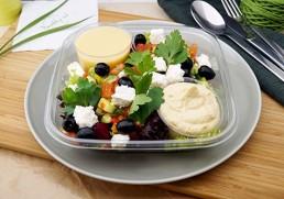 Hirtensalat mit Oliven und Hummus