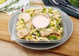 Blattsalat mit gebratenen Hühnerstreifen & Penne Pasta