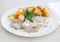 Steirisches Wurzelfleisch mit Wurzelgemüse, Schnittlaucherdäpfel & Kren