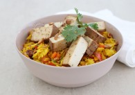 Orientalischer Reis mit Räuchertofu & Koriander Dip