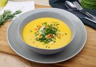 Brotsuppe mit Creme Fraiche & Gemüsewürfel