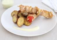 Gegrillter Putenspieß mit Thymianerdäpfeln & Currydip