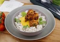 Gemüse Pakoras in Currysauce mit Jasminreis