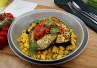 Veganer Cous Cous mit geschmorten Melanzani, Zucchini & Koriander