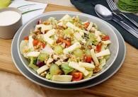 Blattsalat mit Käsestreifen & Joghurtdressing