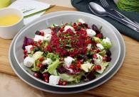 Quinoasalat mit roten Rüben, Feta und Granatapfel