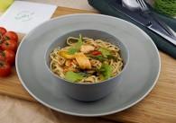 Mezze Salat Spicy Thai Chicken mit Eiernudeln