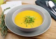 Süßkartoffel-Curry Suppe mit Schotengemüse